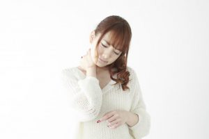 首痛の女性画像