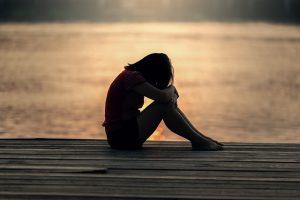 自律神経に悩む女性の写真